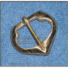 "Pointed ""D"" buckle 1350-1450"